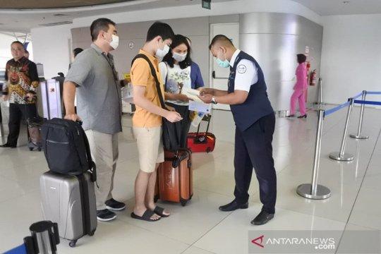Antisipasi corona, petugas Bandara Juanda wajib gunakan APD