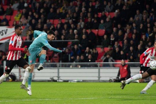 10 pemain PSV bermain imbang lawan Twente 1-1