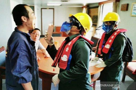 KKP Sampit periksa kesehatan anak buah kapal asing