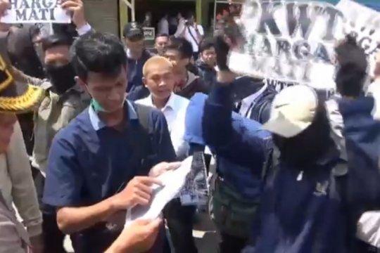 Pegawai magang TransJakarta kembali gelar aksi