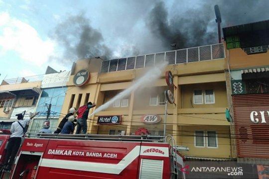 Hotel dan restoran di pusat Kota Banda Aceh terbakar