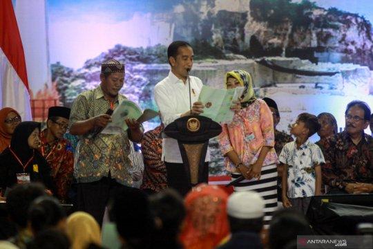 Presiden Joko Widodo serahkan sertifikat tanah untuk rakyat