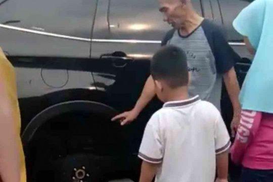 Video pencurian ban mobil terparkir di Bekasi hebohkan warga