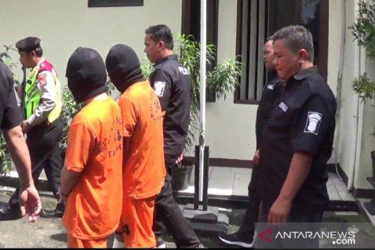 Polisi tangkap dua tersangka pengganjal mesin ATM di Sentul Bogor