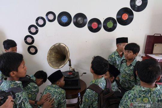 Siswa mengenal sejarah musik Indonesia