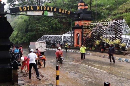 Hujan deras sebabkan longsor di kota Batu