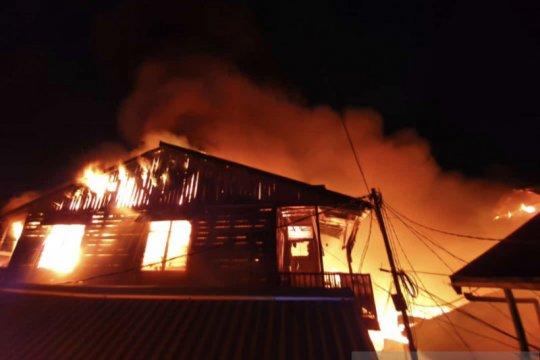 Puluhan pintu rumah bangsal di Samarinda ludes terbakar