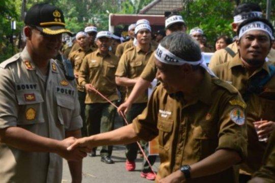 Karyawan Perum Perhutani gelar demonstrasi di Madiun