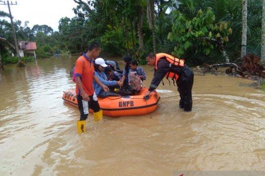 Tiga dari enam korban banjir di Tapteng berhasil diidentifikasi