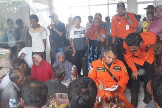 Kapal nelayan di Sasak Pasaman Barat tenggelam 18 orang selamat