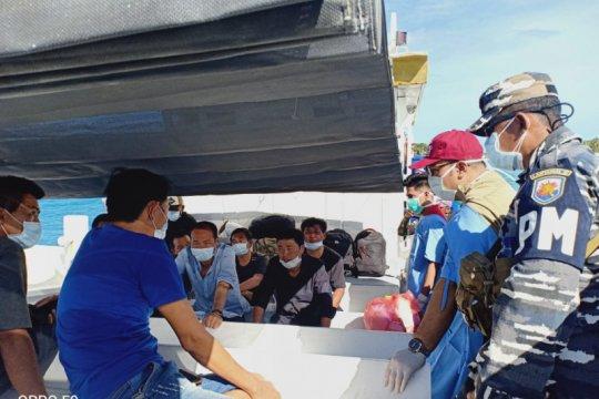 Polres Rote Ndao serahkan enam warga China ke Imigrasi Kupang