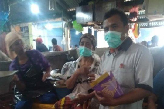 PD Pasar Surya bagikan masker kepada pedagang antisipasi virus corona