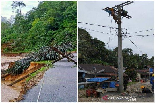 Sedikitnya 12 tiang PLN roboh akibat banjir di Tapteng