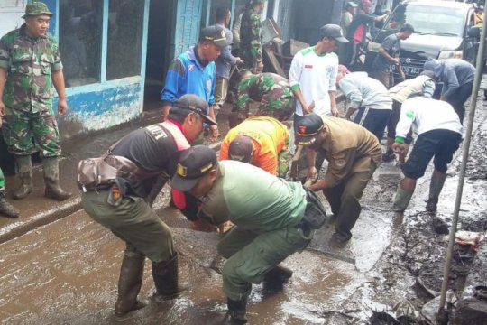 Perhutani observasi penyebab banjir Bondowoso