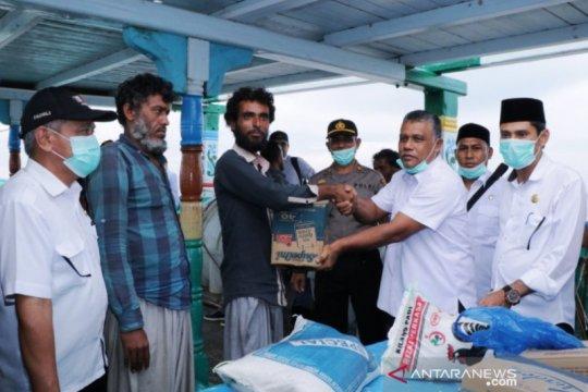 Junjung HAM, Pemkab Aceh Barat salurkan bantuan makanan untuk WNA Iran