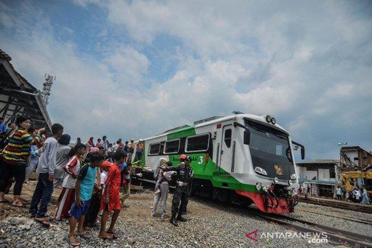 Layanan kereta api Cibatu-Garut gratis di awal operasional