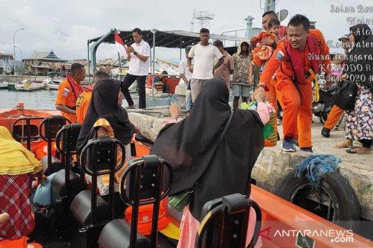 Basarnas Maumere selamatkan puluhan penumpang KM Citrawati