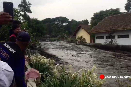 Air bah mengalir ke 200 rumah di Bondowoso