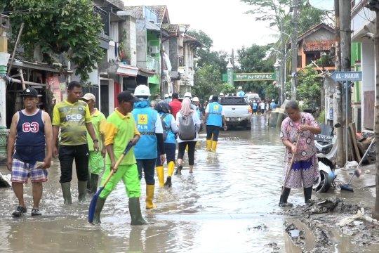 Air setinggi 20 cm masih genangi Pondok Gede Permai Bekasi