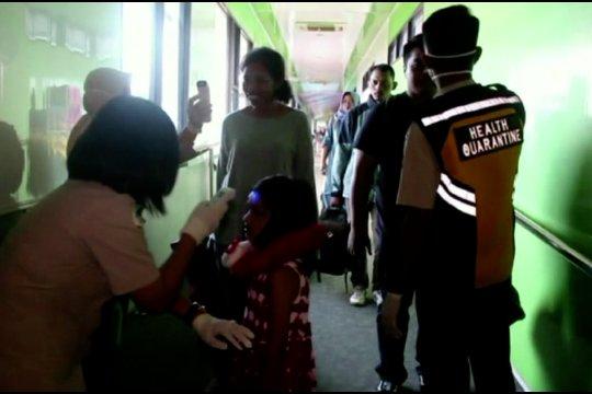 Cegah virus Corona, KKP Bandara Sentani periksa penumpang secara manual