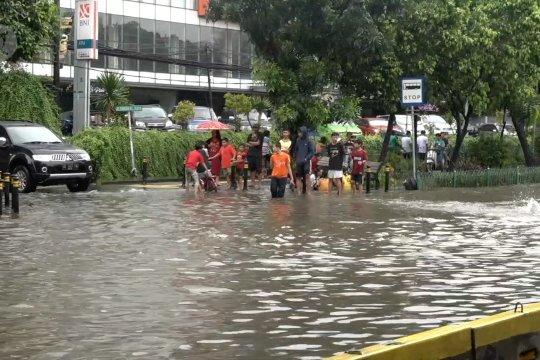 Peringatan dini banjir, petugas di Jakarta akan 'door to door'