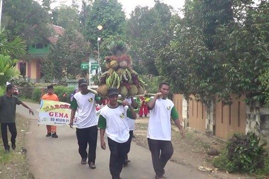Saat petani durian Pekalongan kirab syukur karena hasil melimpah