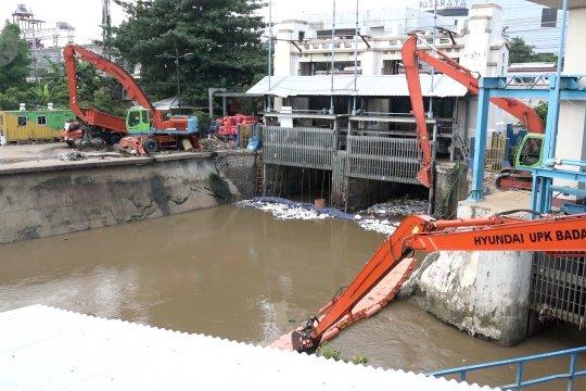 Ketinggian air pada 6 titik pintu air DKI Jakarta normal