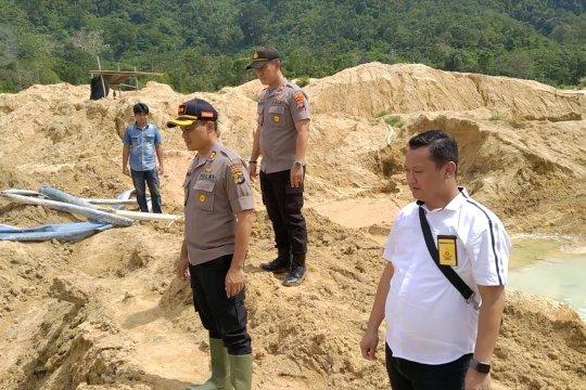 Polres Basel amankan 4 pelaku tambang ilegal di kaki Bukit Muntai