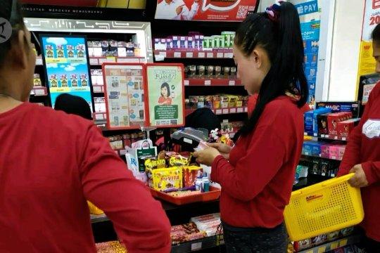 Viral,  napi  Lapas Perempuan Bandung berbelanja di minimarket
