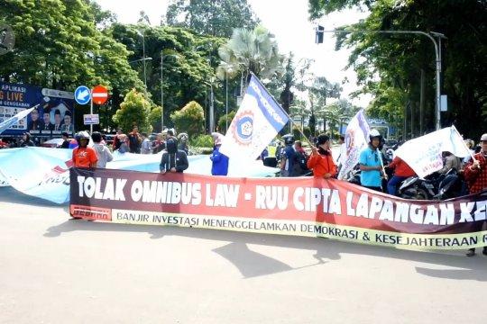 Aksi buruh Banten tolak RUU Omnibus Law