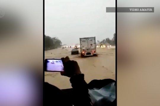 Menhub tegaskan penyebab banjir Tol Cipali karena galian C