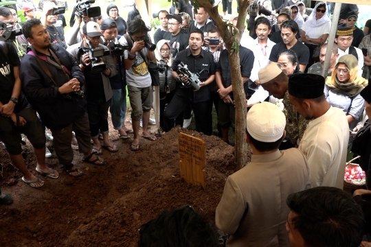 Sebelum meninggal dunia, Ria Irawan minta ditemani suami dan saudaranya
