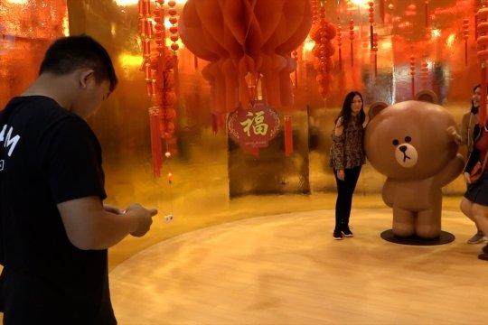 Suasana Imlek meriahkan para pengunjung di pusat perbelanjaan