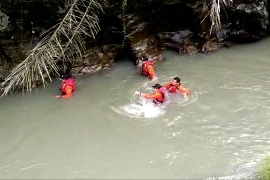 Penambang pasir temukan bocah tewas terseret arus sungai
