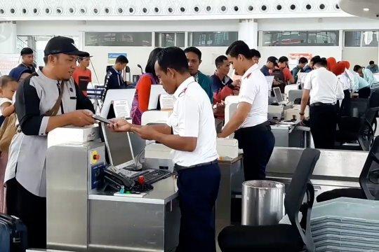 Penumpang di Bandara SAMS Balikpapan turun 28%