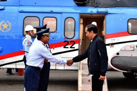 Presiden Jokowi tinjau lokasi banjir dan longsor di Sukajaya