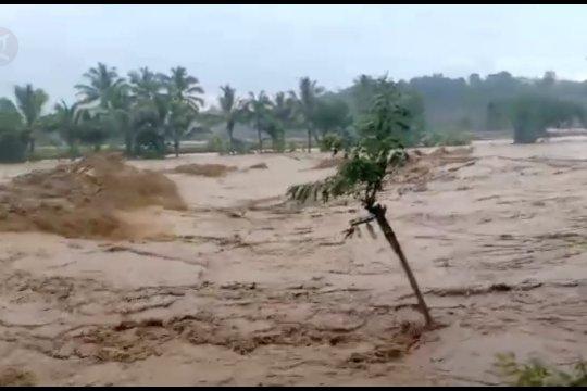 Sungai Cimangenteng Lebak meluap, dua kecamatan terendam