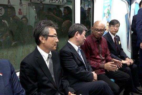 Saat Menlu Jepang kali pertama jajal MRT Jakarta