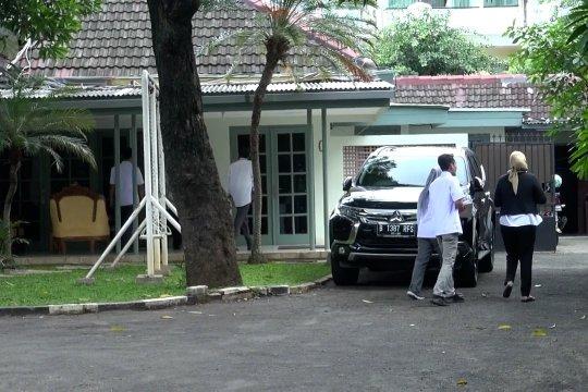 KPK sita dokumen di ruang kerja & rumah dinas Wahyu Setiawan