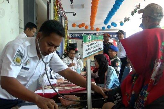 Puncak arus balik, KAI Madiun berikan layanan kesehatan gratis