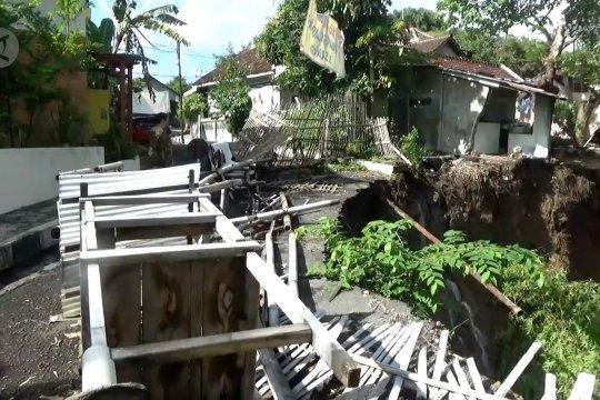 Talud Sungai Gandong longsor, BBWS Bengawan Solo pasang bronjong