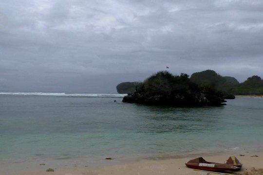 Pantai Gatra, keindahan kawasan konservasi di selatan Malang