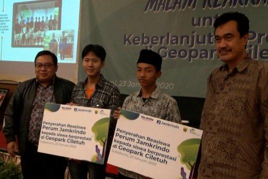 Kampanye antisampah plastik untuk menjaga keasrian Geopark Ciletuh