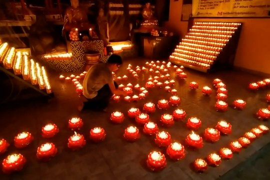 Ribuan pelita warnai pergantian tahun imlek di Palembang