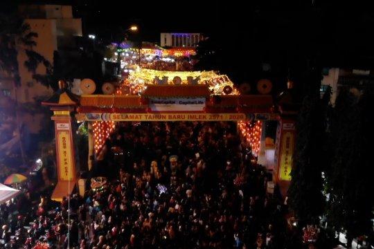 Ribuan pengunjung serbu wisata malam lampion Pasar Gede Solo