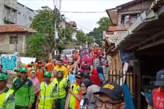 Seribuan elemen masyarakat kerja bakti bersihkan sisa banjir di Rawajati