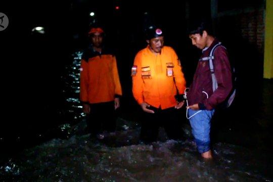 Tanggul jebol, 135 rumah di Cirebon terendam