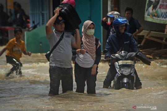 Banjir akibat tanggul jebol di Serang