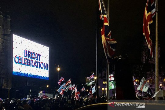Warga Inggris merayakan  Brexit di Parlement Square London