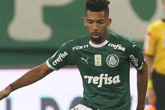 Barcelona resmi gaet gelandang bertahan muda Brasil dari Palmeiras